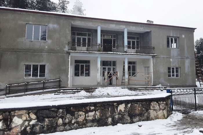 The construction of a multifunctional center in Rukhi continues